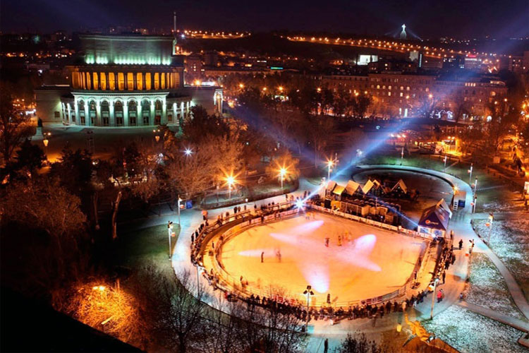 frozen-swan-lake-yerevan