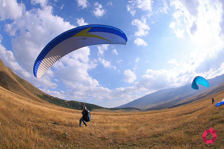 parachuting-and-paragliding